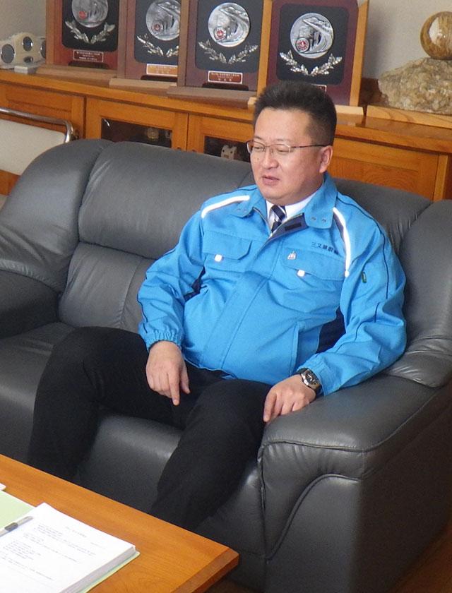 三又建設株式会社 代表取締役 下タ村 正樹 がインタビューを受けているところ